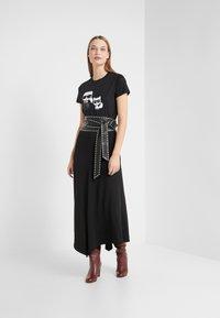 KARL LAGERFELD - IKONIK CHOUPETTE TEE - T-shirt imprimé - black - 1