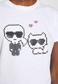 KARL LAGERFELD - PIXEL CHOUPETTE - T-shirt print - white - 6