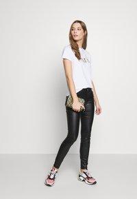 KARL LAGERFELD - LOGO - T-shirts med print - white - 1