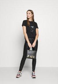 KARL LAGERFELD - KARL IKONIK  - T-shirt print - black - 1