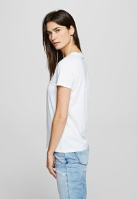 KARL LAGERFELD - OUTLINE  - Print T-shirt - white - 3