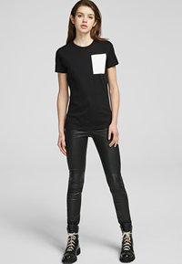 KARL LAGERFELD - Basic T-shirt - black - 1