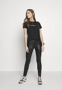 KARL LAGERFELD - IKONIK LOGO - Camiseta estampada - black - 1