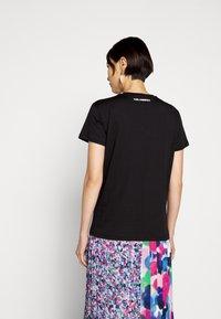 KARL LAGERFELD - IKONIK CHOUPETTE - T-shirt imprimé - black - 2