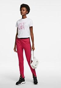 KARL LAGERFELD - ORCHID K PRINT - T-shirt z nadrukiem - white - 1