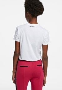 KARL LAGERFELD - ORCHID K PRINT - T-shirt z nadrukiem - white - 2