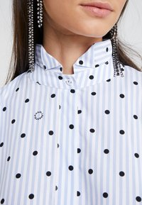 KARL LAGERFELD - Button-down blouse - white/blue - 5