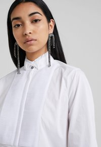 KARL LAGERFELD - PLEATED PLASTRON POPLIN - Button-down blouse - white - 4