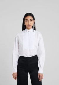 KARL LAGERFELD - PLEATED PLASTRON POPLIN - Button-down blouse - white - 0