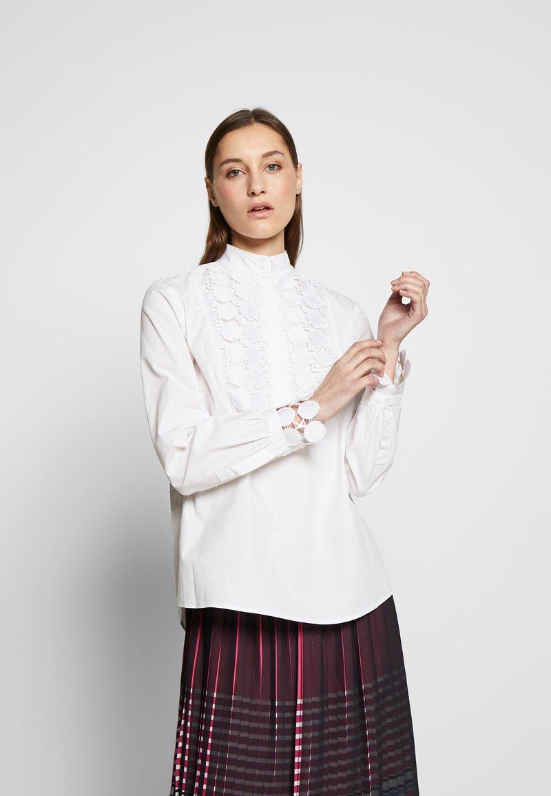 KARL LAGERFELD - PLASTRON - Blusa - white