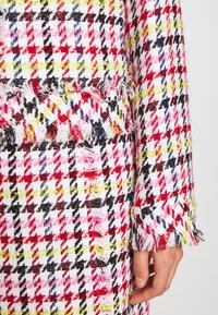 KARL LAGERFELD - HOUNDSTOOTH BOUCLE JACKET - Blazer - pink - 4