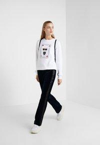 KARL LAGERFELD - KARL & CHOUPETTE  - Sweater - white - 1