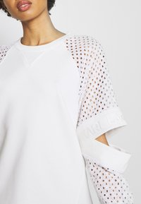 KARL LAGERFELD - CUT OUT - Mikina - white - 4