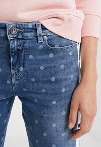 KARL LAGERFELD - DOTS - Jeans Skinny Fit - blue denim - 6
