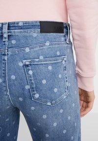 KARL LAGERFELD - DOTS - Jeans Skinny Fit - blue denim - 4