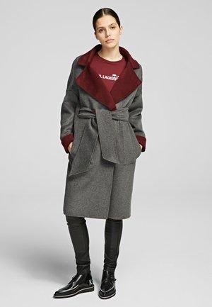 Płaszcz wełniany /Płaszcz klasyczny - burgundy