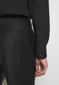 KARL LAGERFELD - SUIT FUN - Suit - black/burgundy - 9
