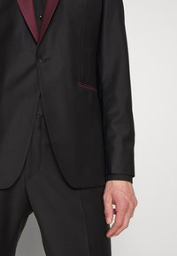 KARL LAGERFELD - SUIT FUN - Suit - black/burgundy - 7
