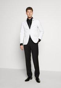KARL LAGERFELD - MODERN FIT - Formální košile - black - 1