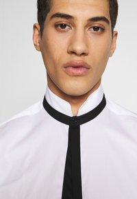 KARL LAGERFELD - SHIRT MODERN FIT - Formal shirt - white - 3
