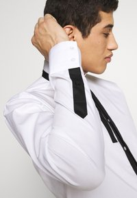 KARL LAGERFELD - SHIRT MODERN FIT - Formal shirt - white - 4