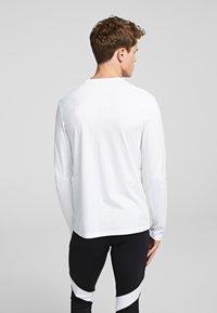 KARL LAGERFELD - KARL LAGERFELD RUE - Langærmede T-shirts - white - 2