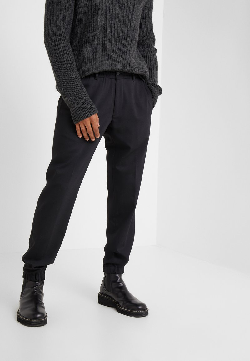 KARL LAGERFELD - TROUSERS CHASE - Kalhoty - black