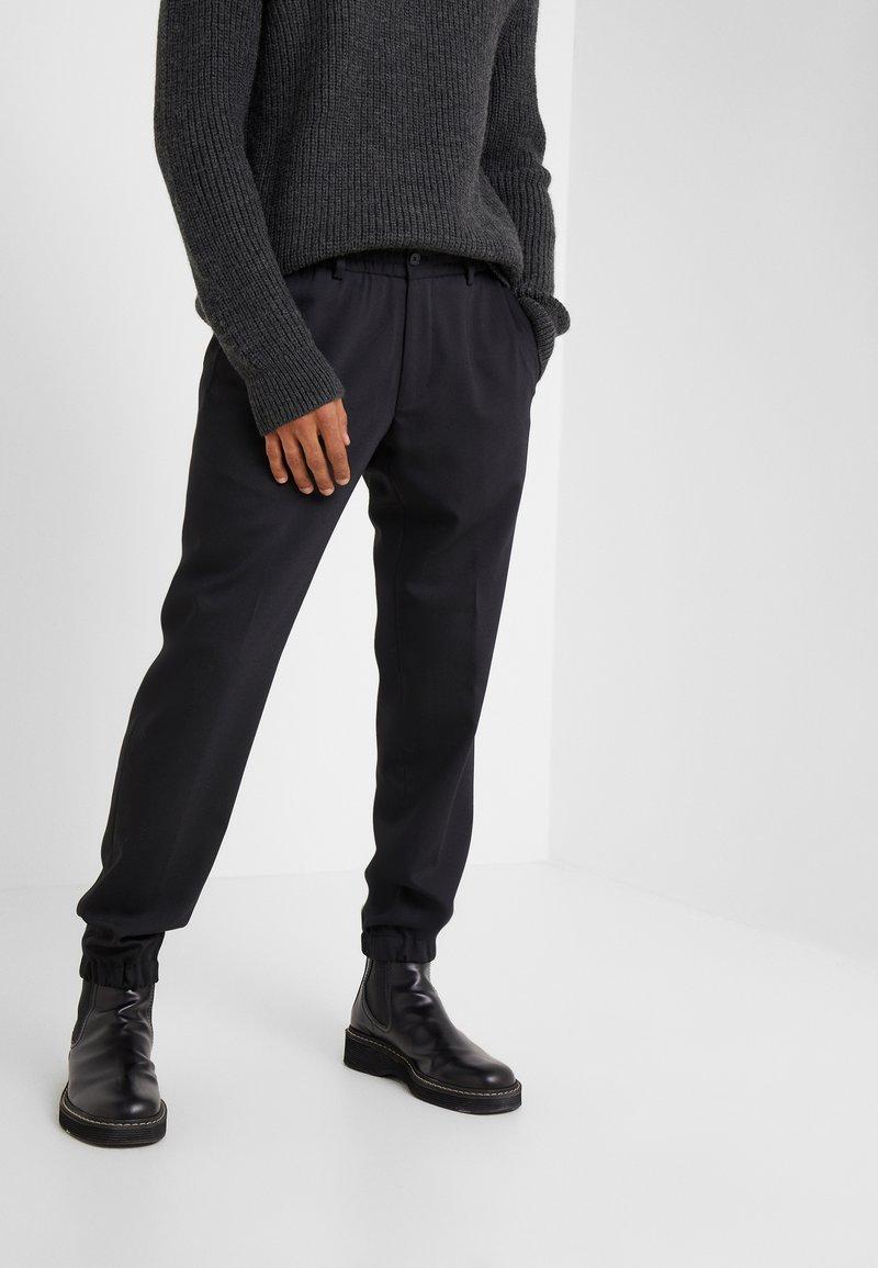 KARL LAGERFELD - TROUSERS CHASE - Pantalon classique - black