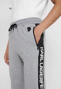 KARL LAGERFELD - PANTS - Pantalon de survêtement - grey - 5