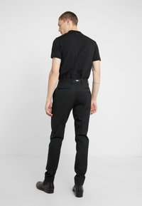 KARL LAGERFELD - TROUSERS MIDNIGHT - Trousers - black - 2