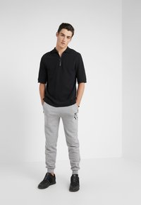 KARL LAGERFELD - PANTS - Pantalon de survêtement - grey - 1