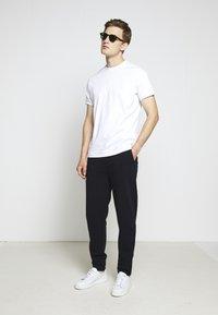 KARL LAGERFELD - PANTS - Teplákové kalhoty - navy - 1