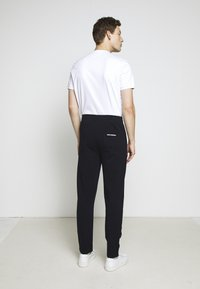 KARL LAGERFELD - PANTS - Pantalon de survêtement - navy - 3