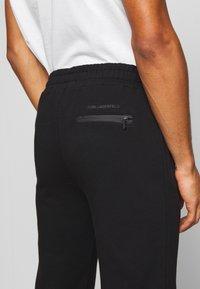 KARL LAGERFELD - PANTS - Pantaloni sportivi - black - 4
