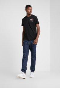 KARL LAGERFELD - CREWNECK - Camiseta estampada - black - 1