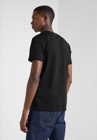 KARL LAGERFELD - CREWNECK - Camiseta estampada - black - 2
