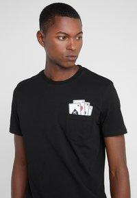 KARL LAGERFELD - CREWNECK - T-Shirt print - black - 4
