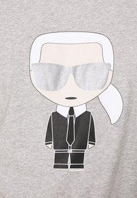 KARL LAGERFELD - CREWNECK - Print T-shirt - grey - 5