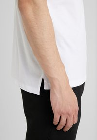 KARL LAGERFELD - POLO - Koszulka polo - white - 6