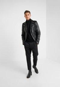 KARL LAGERFELD - TROYER - Stickad tröja - black - 1