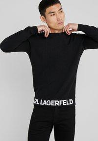 KARL LAGERFELD - CREWNECK REV - Pullover - black - 3