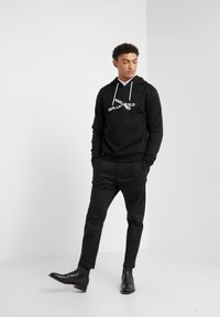 KARL LAGERFELD - HOODY - Jersey con capucha - black - 1