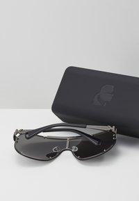 KARL LAGERFELD - CARINE MASK - Okulary przeciwsłoneczne - black - 4