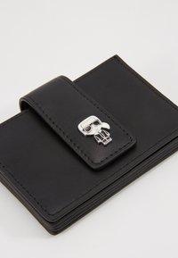 KARL LAGERFELD - IKONIK MULTI CARDHOLDER - Business card holder - black - 2