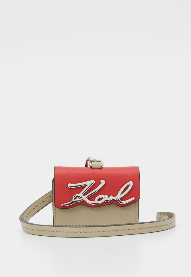 SIGNATURE BAG KEYCHAIN - Schlüsselanhänger - red