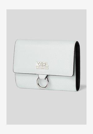 Wallet - a303 frozen