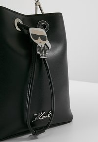 KARL LAGERFELD - IKONIK BUCKET BAG - Kabelka - black - 6