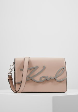 SIGNATURE SHOULDERBAG - Across body bag - powder pink