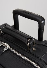 KARL LAGERFELD - RUE ST GUILLAUME TROLLEY - Valise à roulettes - black - 8