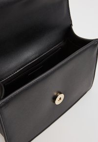 KARL LAGERFELD - SIGNATURE SMALL - Across body bag - black/gold-coloured - 4